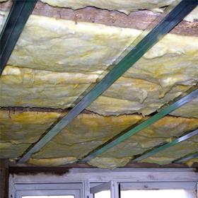 Šikmé střechy, stropy a dutiny
