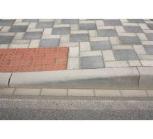 Betonový silniční obrubník Best Mono přechodový pravý 15 - 25 x 15 x 100 cm přírodní