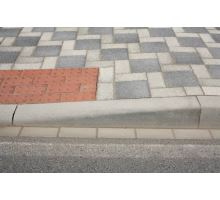 Betonový silniční obrubník Best Mono přechovový pravý 15 - 25 x 15 x 100 cm přírodní